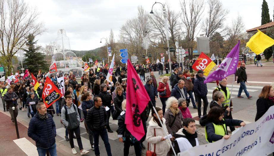 Le défilé est parti du lycée Raynouard et a effectué un tour de la cité.