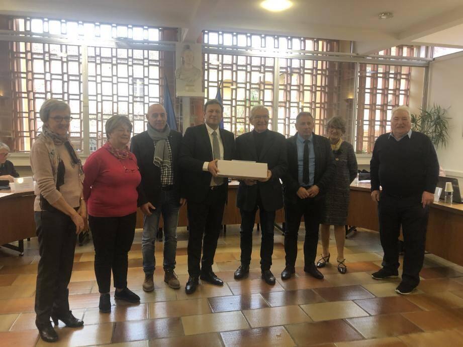 Les élus du conseil ont rendu hommage à Gilbert Pérugini, Claude Maupeu et Monique Tourniaire, en fin de mandat, dont les actions ont largement été saluées.