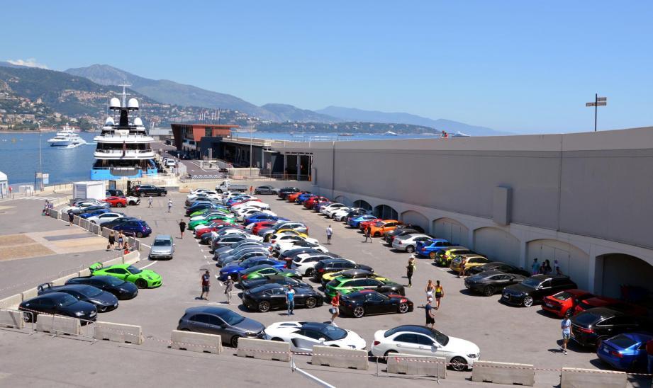 Impressionnante fourrière de supercars sur le port Hercule pendant le dernier salon Top Marques.