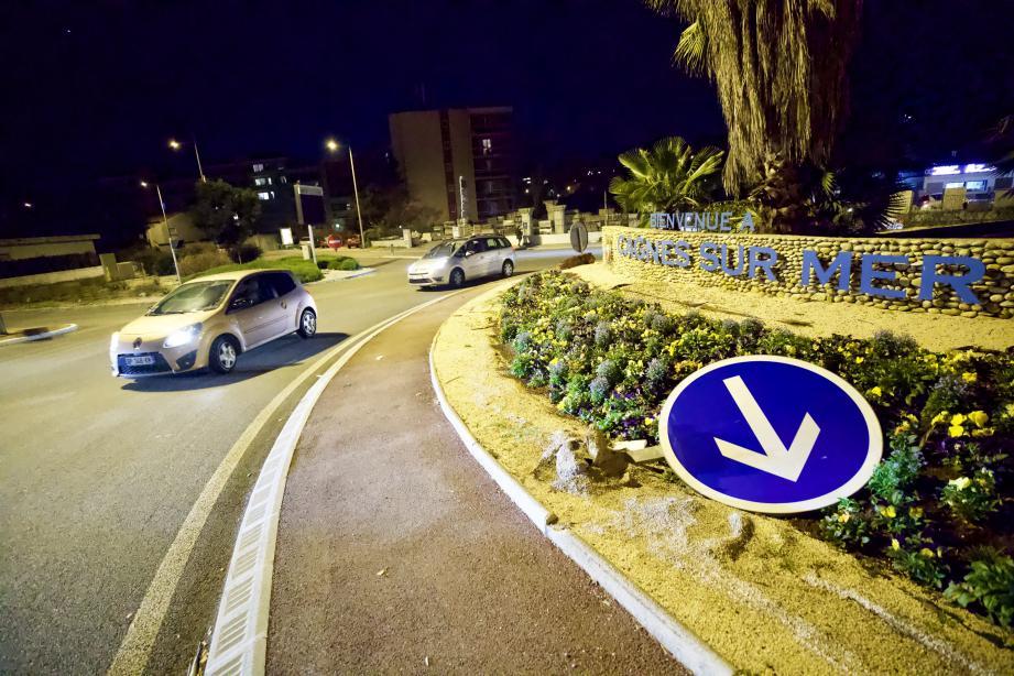 Le projet comprend un axe routier et des parcs, reliant l'avenue de Grasse au giratoire de l'autoroute.