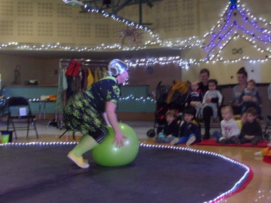 La doyenne sait rebondir sur son ballon.