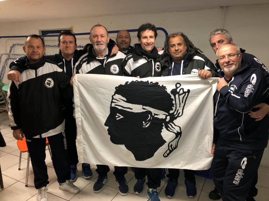 Les membres de l'ASFC les Corses de Provence jouent toutes les semaines dans le cadre du championnat vétéran « Les Amis du foot ».