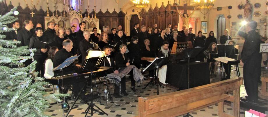 Le chœur Hysope et l'Académie du Tambourin ont enchanté le public.