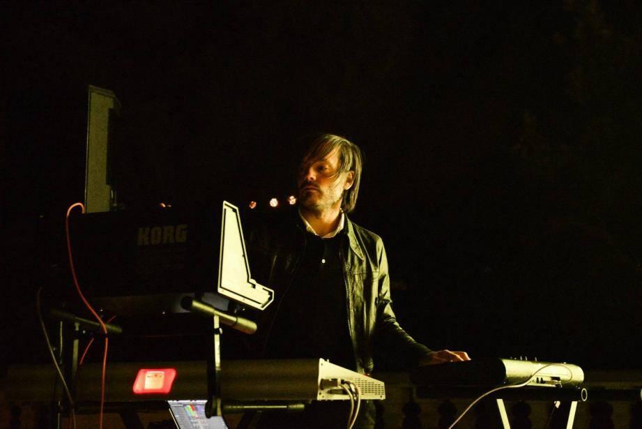 Jean-Benoît Dunckel (la moitié du duo Air), en concert en 2016 à la Villa Domergue de Cannes.