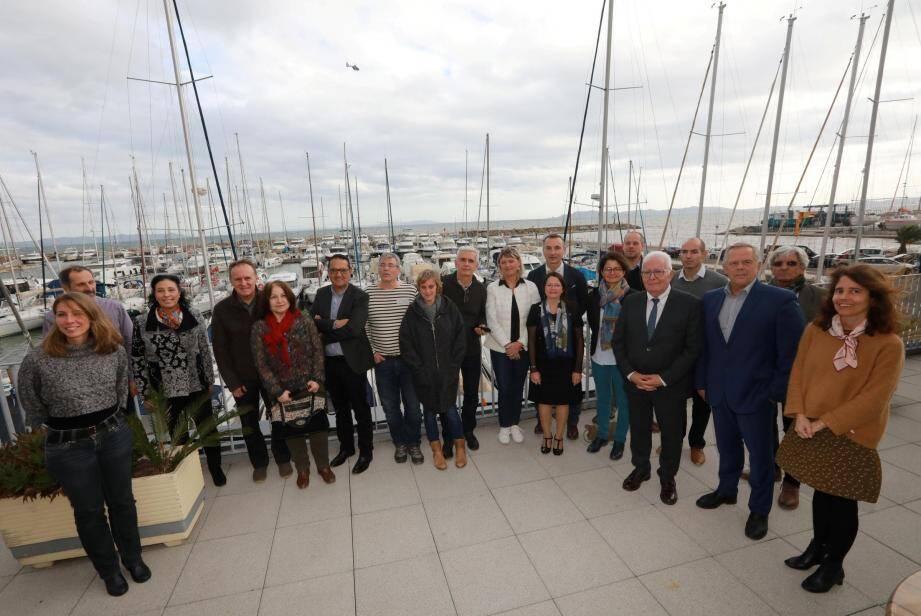 À gauche, les représentants du réseau des Grands sites de France ont été accueillis par le maire à l'espace nautique. Un état d'avancement de la labellisation de la presqu'île et des salins d'Hyères a été fait.