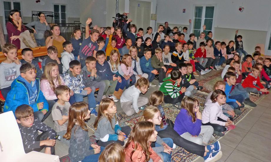 Les élèves des cours élémentaire ont apprécié le spectacle.