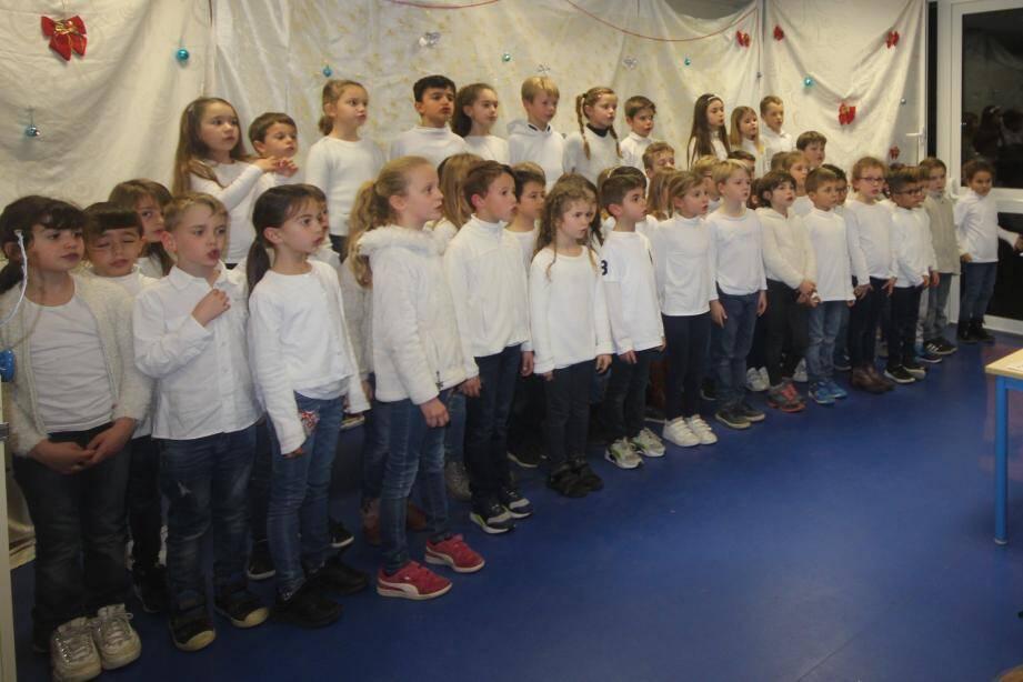 L'atelier chorale a chanté avec entrain.
