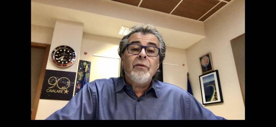 Philippe Leonelli a choisi l'effet du contre-plongée pour apparaître sur sa vidéo facebook. (Capture d'écran VM)