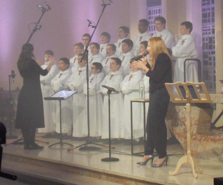 Célébrant leur cinquantième anniversaire, les voix célestes de Natasha Saint Pier et des Petits chanteurs à la Croix de Bois se sont élevées dans l'église Notre dame des Routes.