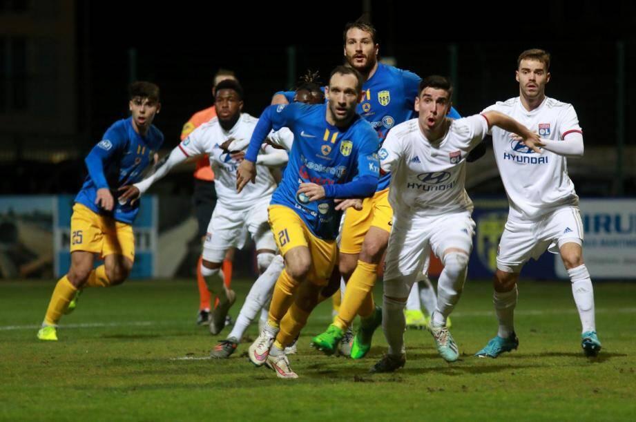 Campeon et les Hyérois réalisent une belle opération en s'imposant à Marseille (0-1).