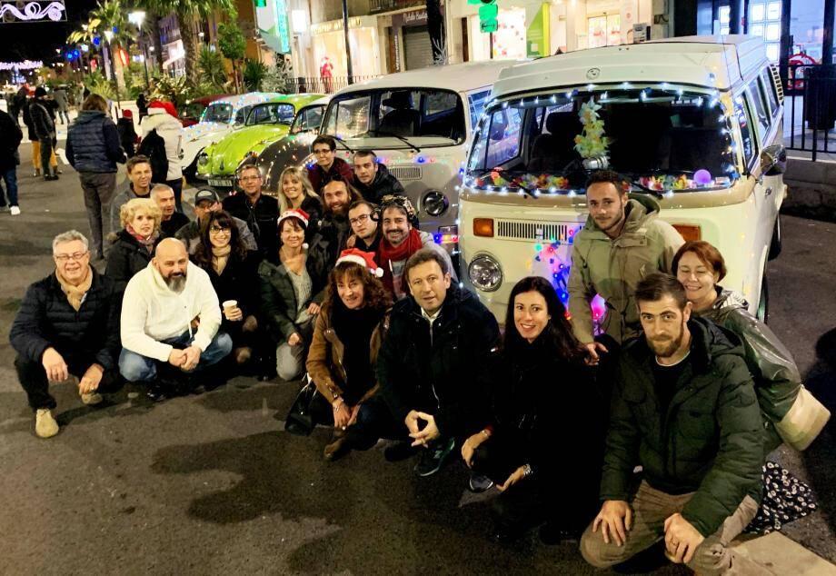 La parade de Noël de Var-Wagen a rencontré un franc succès en ville, où la foule s'est pressée pour accueillir les jolis bolides.