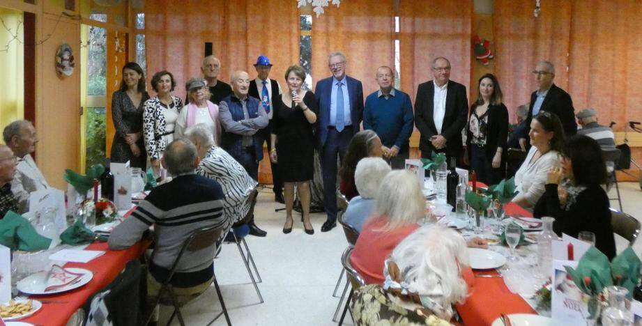 Les élus, fiers et satisfaits de partager ce dernier repas de Noël en ces lieux.