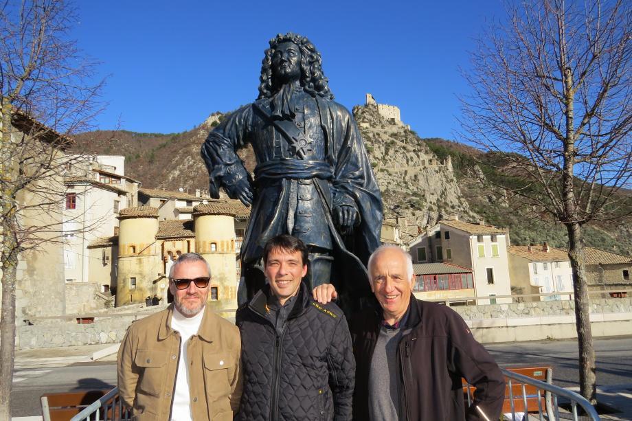 L'artiste Jean-Louis Bégnis, le maire Lucas Guibert et le président de l'APPE Richard Champoussin