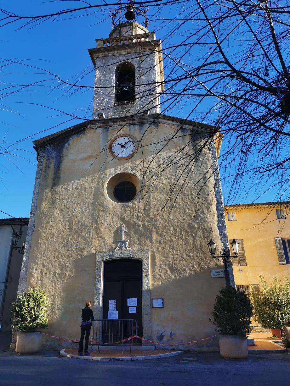 La chapelle Sainte-Hélène fermée pour cause de menace d'effondrement de sa voûte.