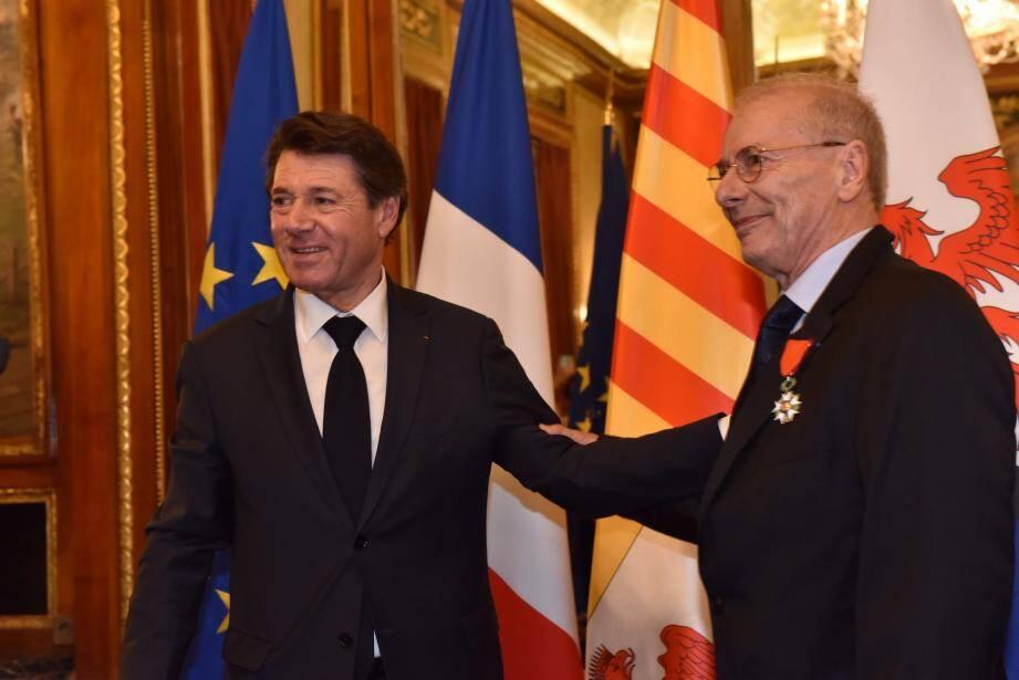 Jean-Robert Lefèvre a été décoré, par le maire, de la croix de chevalier de la Légion d'honneur.