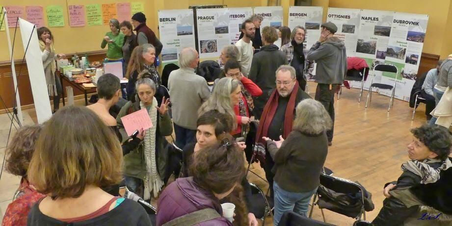 Une mise en exergue d'initiatives de démocratie locale dans 14 villes européennes venait en complément des débats.