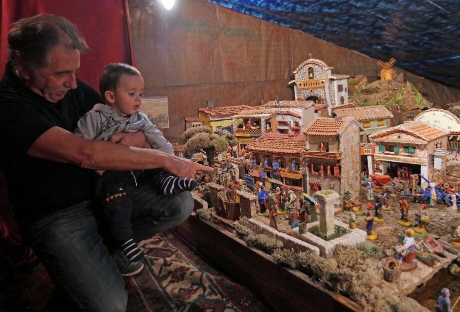 Christian Troin et Benjamin son petit-fils de 9 mois.