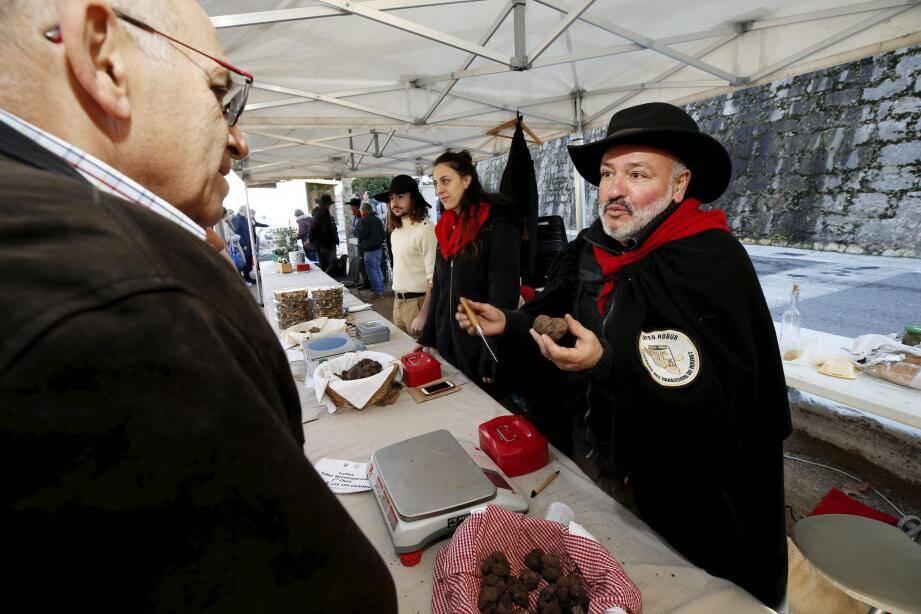 La somme récoltée a été reversée à la Croix-Rouge et la truffe sera ensuite cuisinée pour un repas, dont les fonds récoltés seront donnés à l'association JB17, fondée par Philippe Bianchi, père du pilote Jules Bianchi, décédé en 2014.