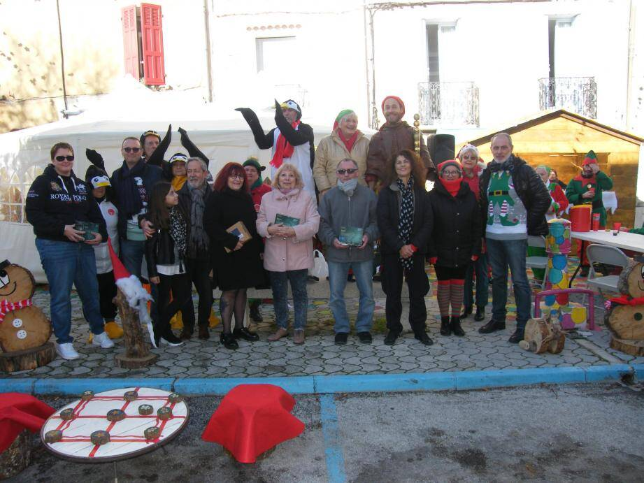 Les lauréats du concours des illuminations de Noël, avec les organisateurs.