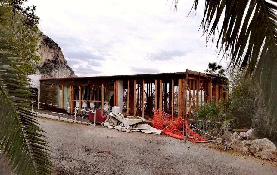 Le Zelo's en cours de démolition.