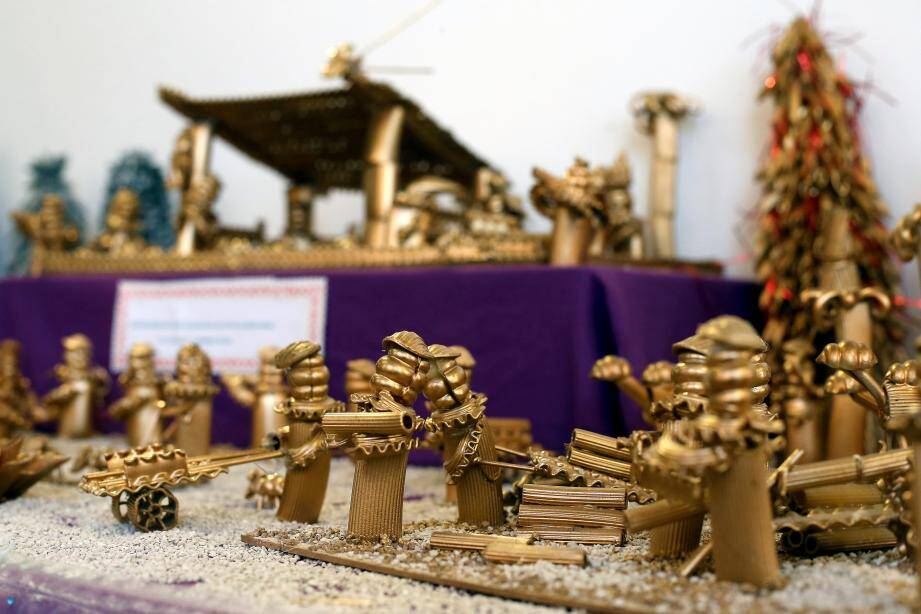 Michel Marignani et sa femme Josiane ont eux-mêmes créé certaines des crèches exposées jusqu'au 5 janvier dans le village.