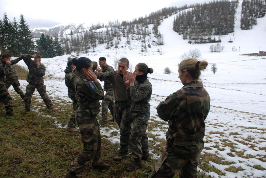 Les militaires ont participé à de nombreux exercices, dont celui du combat rapproché.