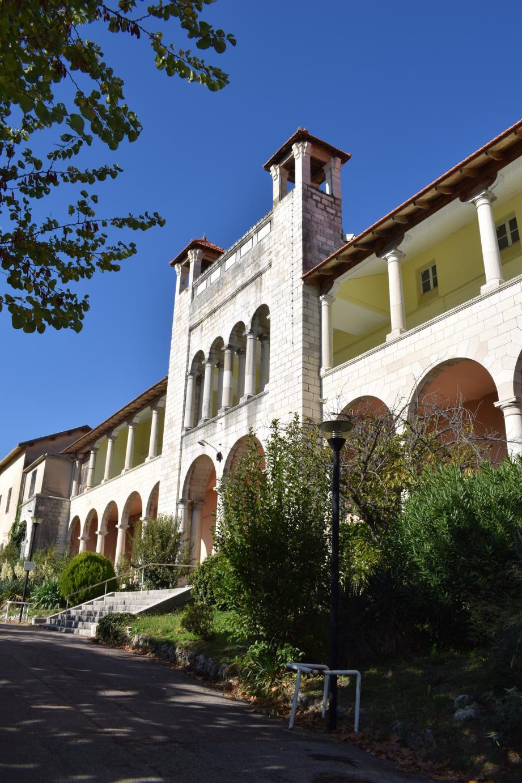 Un ensemble immobilier avec parking va émerger dans le secteur du Petit-Paris. La municipalité a indiqué que la chapelle sera préservée et constituera une partie de l'entrée.