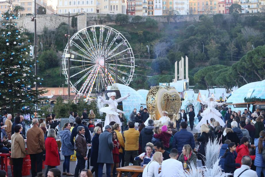 D'Isola 2000 à la coulée verte de Nice, d'Auron au marché de Noël de Monaco, les pôles d'attraction touristiques surfent entre ciel dégagé et horizon social chargé.