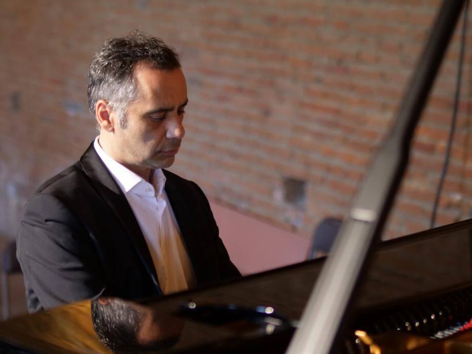 Le pianiste David LEVY interprétera J-S Bach dimanche à 16 h 30 à Notre-Dame de Bon-Voyage.