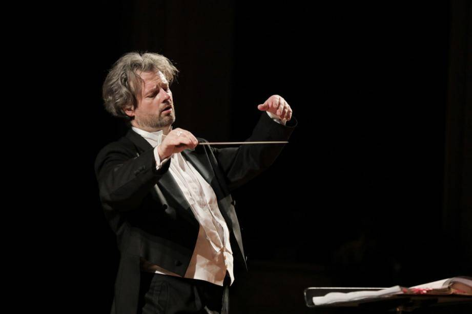 L'orchestre philharmonique du Piémont sera dirigé par le chef d'orchestre Paul-Emmanuel Thomas.