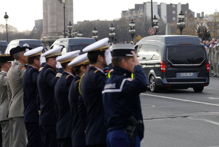 Un hommage national rendu aux 13 militaires français tués au Mali.