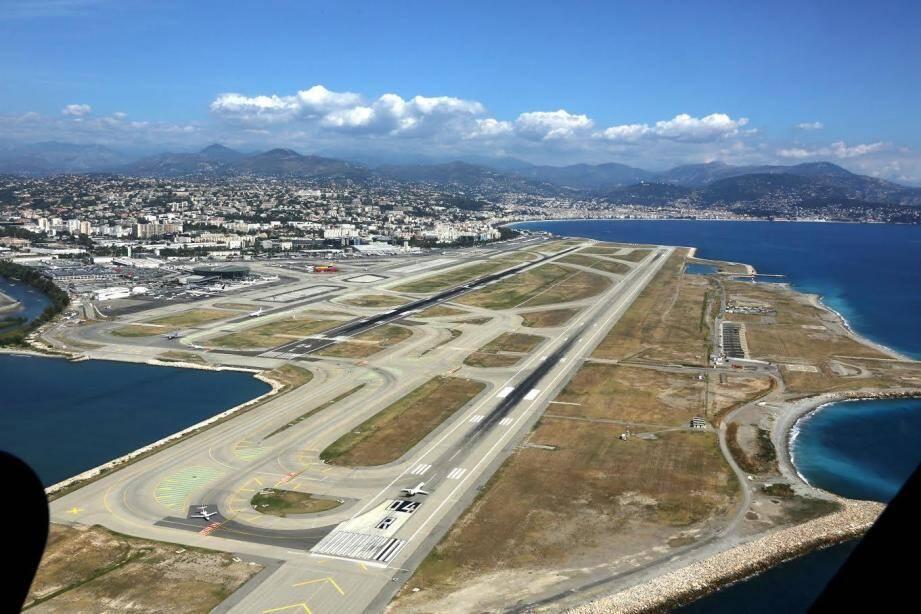 Vue sur l'aéroport de Nice.