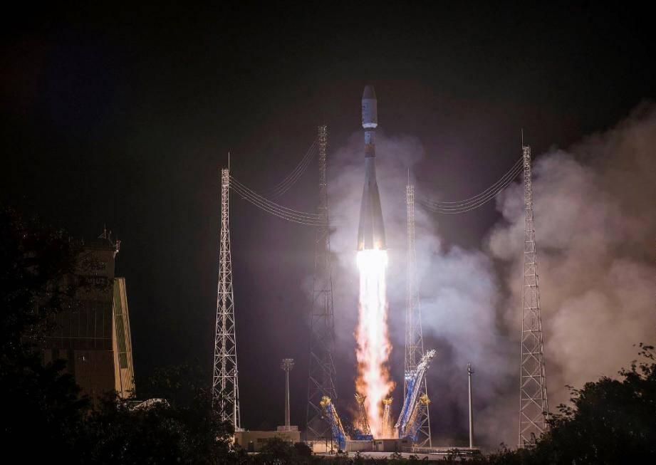 Le téléscope a été transporté par une fusée Soyouz  qui a décollé du centre spatial de Kourou (ici en novembre 2018 en Guyane française).