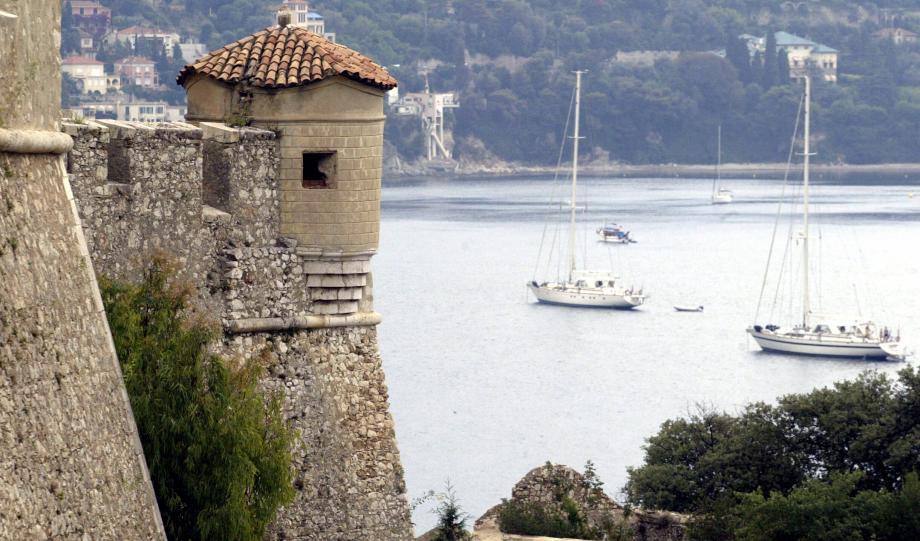 La citadelle de Villefranche-sur-Mer va changer de couleur.