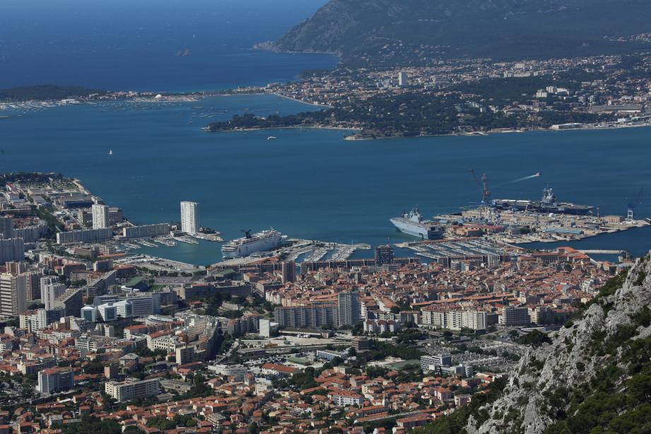 Vue aérienne de Toulon.