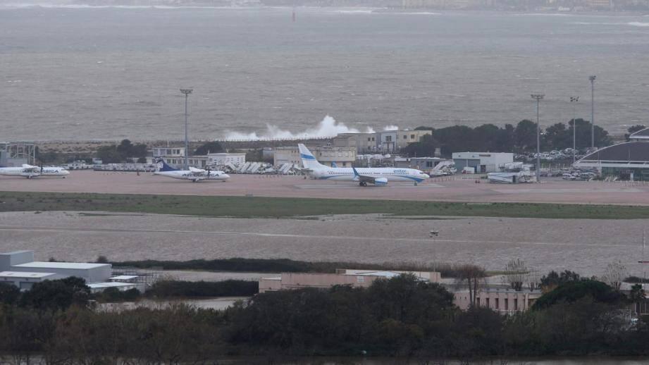 L'aéroport d'Ajaccio restait fermé ce lundi midi.