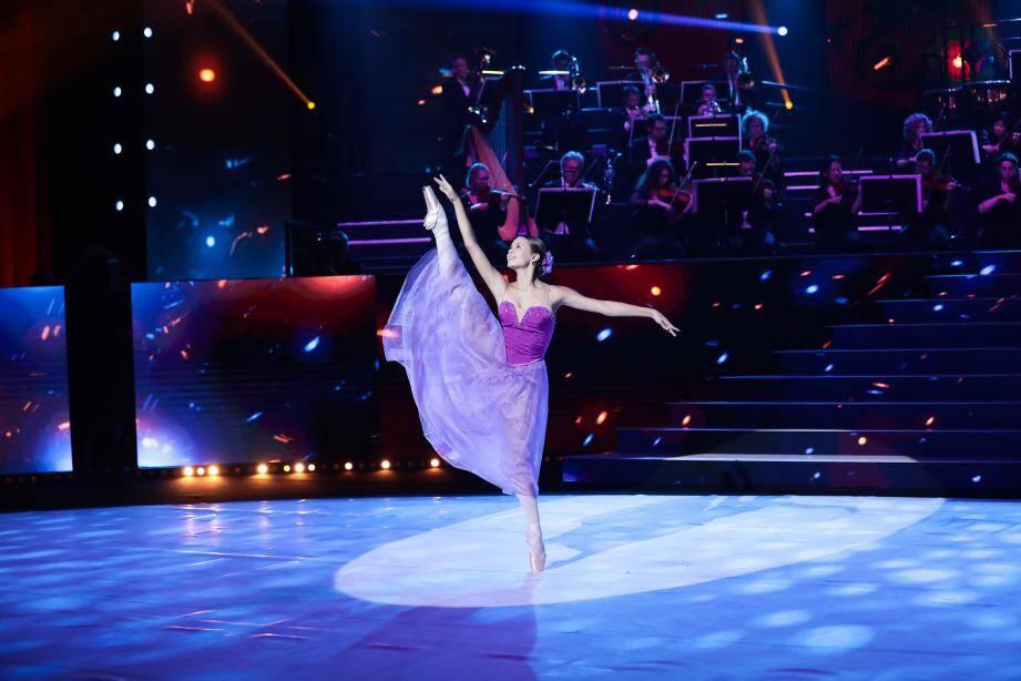 Mathilde, 14 ans, s'entraîne 24 heures par semaine et rêve d'intégrer l'Opéra de Paris.