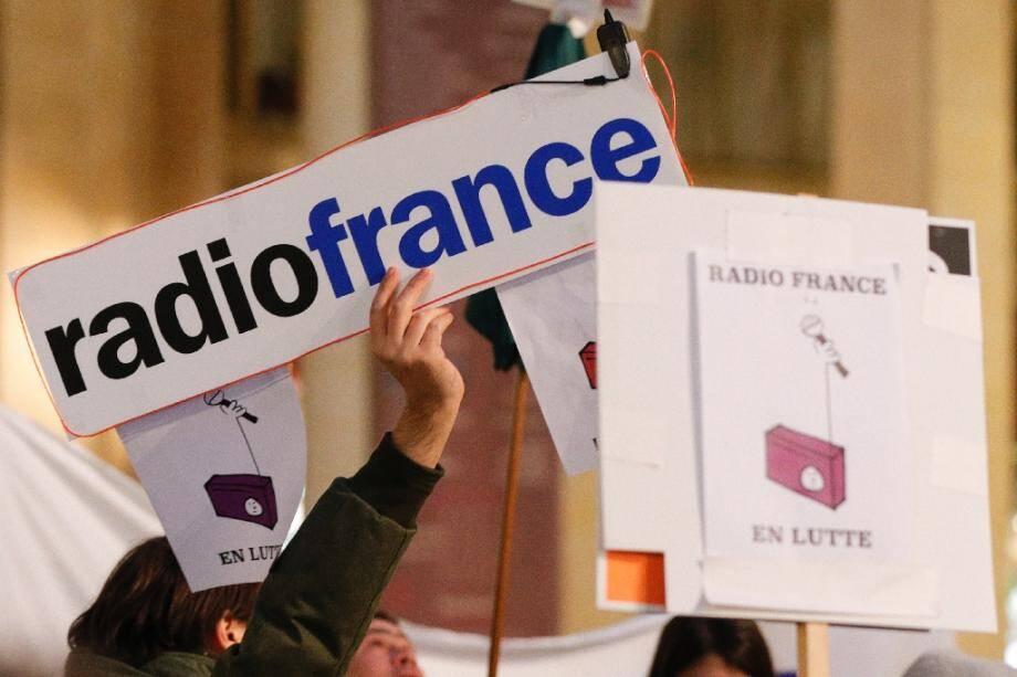 Des salariés de Radio France manifestent devant le ministère de la Culture à Paris le 29 novembre 2019