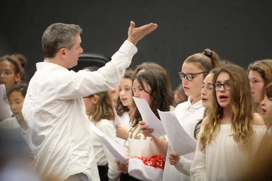 Jeudi dernier, les deux orchestres de l'école élémentaire Monge-Roustan ont joué avec la chorale des collégiens de l'Estérel à la salle polyvalente de l'établissement du secondaire.