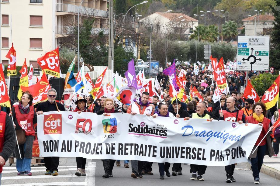 Plus de 1200 personnes ont défilé dans les rues de Draguignan ce mardi 17 décembre.