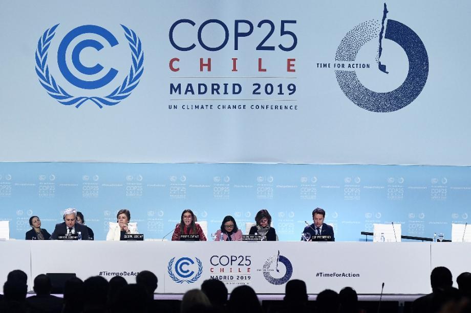 La ministre chilienne de l'environnement Carolina Schmidt (c), présidente de la COP25, le 15 décembre 2019 à Madrid