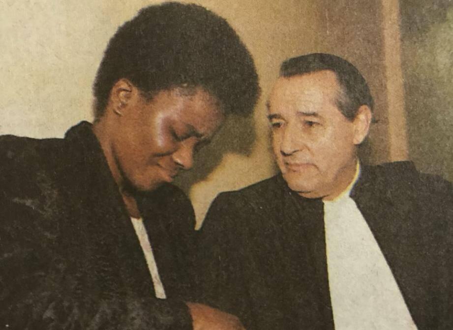 Véronique Akobé avec son principal défenseur, Me Peyrat.