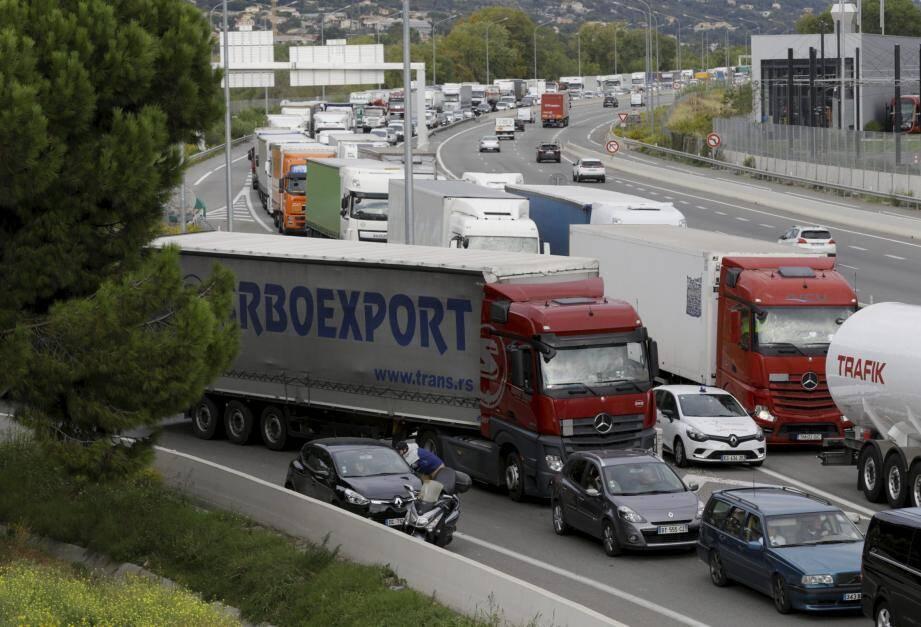 Christian Estrosi continue de demander l'interdiction de circulation sur l'autoroute des transports internationaux en transit.
