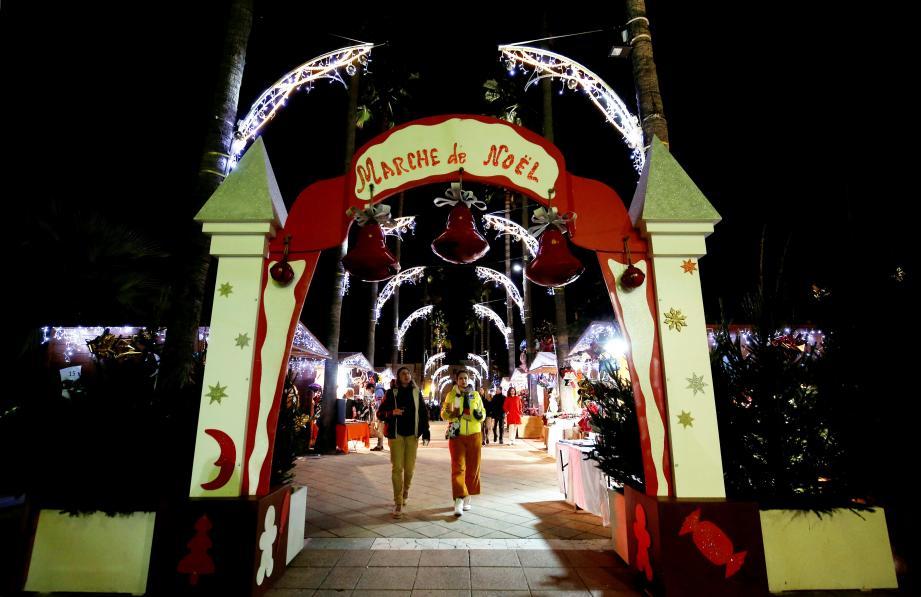 Le marché de Noël est ouvert tous les jours de 10h à 19 h jusqu'au 5 janvier.