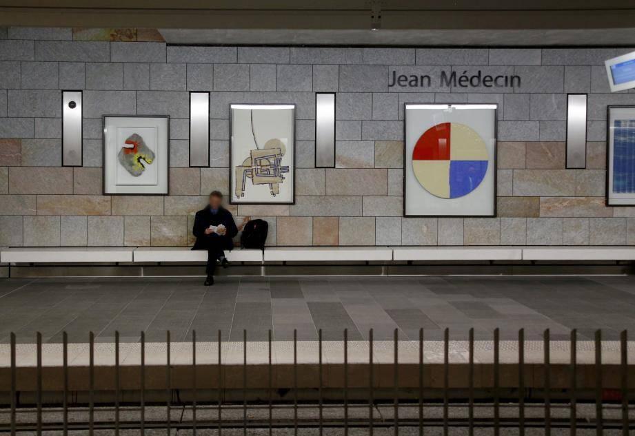 La station souterraine de tramway Jean-Médecin a des allures de musée avec les dix tableaux offerts par Paola Sapone