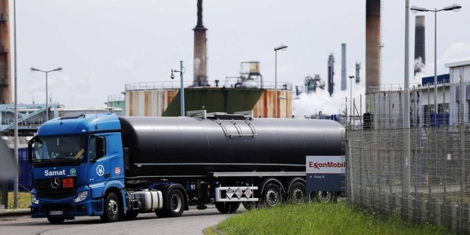 """Malgré les grèves, le président de l'Union française des industries pétrolières (UFIP) assure qu'on """"est loin, très très loin d'une pénurie ou d'une crise majeure."""" Pour le moment..."""