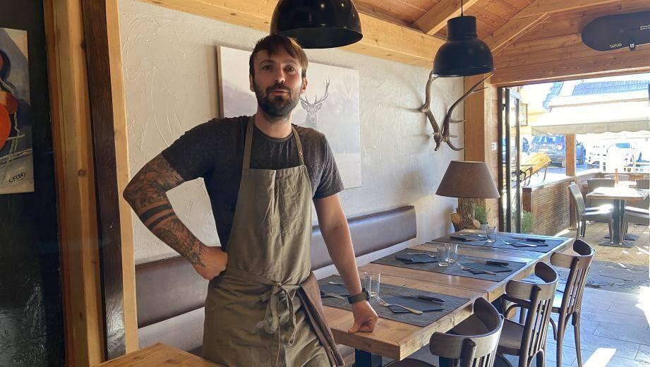 Julien Abad, 33 ans, gère L'étable depuis 8 ans.