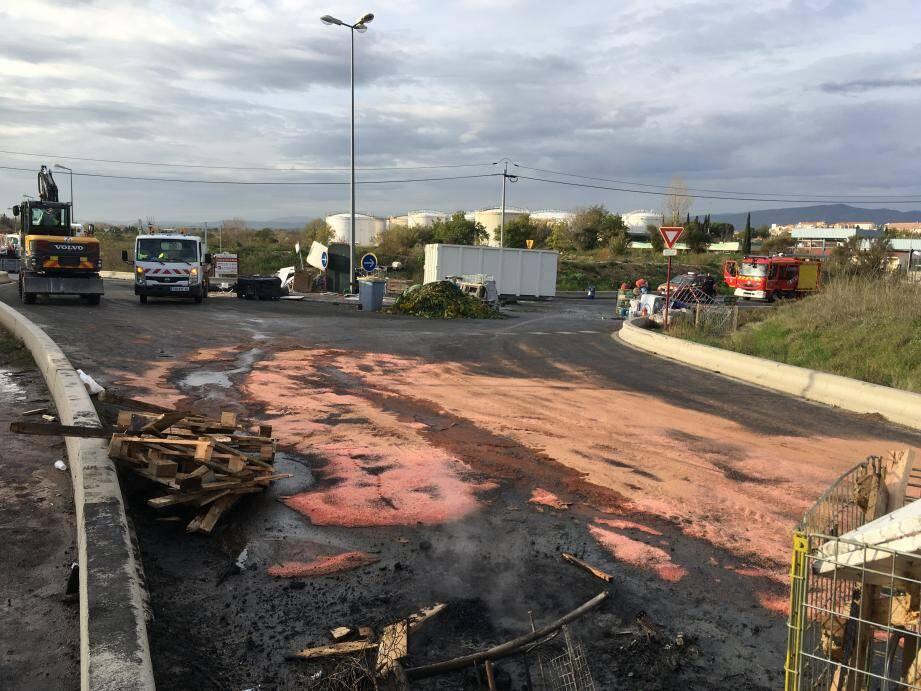 L'intervention des gendarmes a permis de déloger les Gilets jaunes des deux barrages qu'ils avaient érigés sur la route menant au dépôt pétrolier de Puget-sur-Argens.
