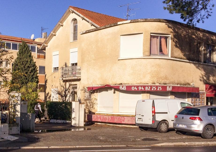 Un homme de 38 ans a été mortellement blessé par des coups de couteau, au premier étage de cette bâtisse de l'avenue de Valescure à Saint-Raphaël.