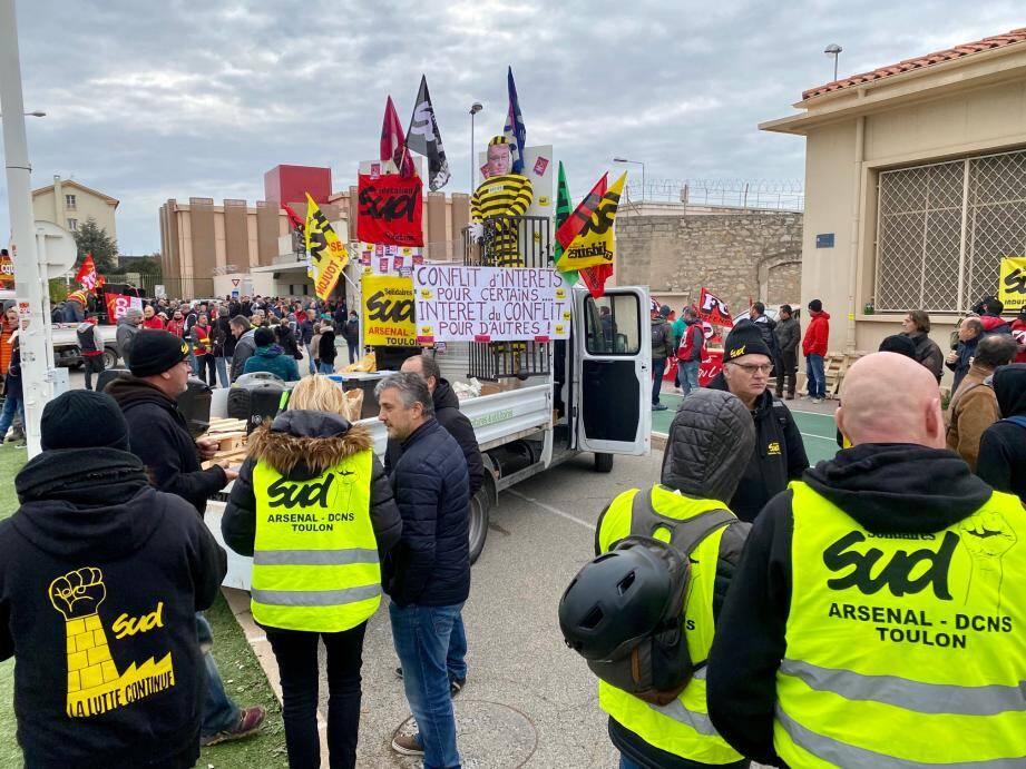Le défilé est parti de la porte Castigneau à 10h30 à Toulon.